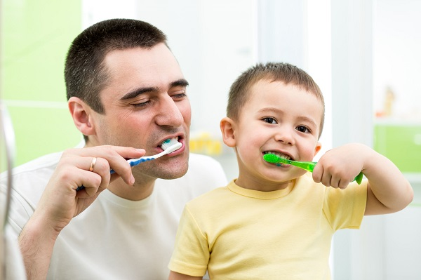 年紀不同,刷牙方式也不同!