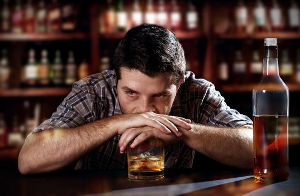 酒後能消愁?研究顯示:其實是酒精造成記憶錯亂