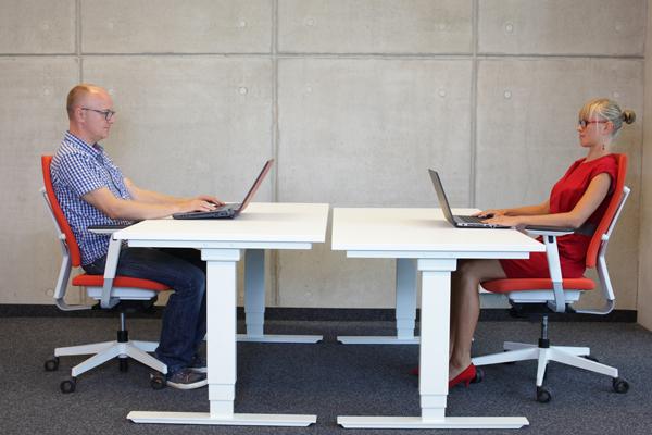 升降辦公桌對於健康及工作效益真的比較好嗎?